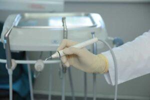 Чистка зубов ultrazvuk chistka zubov